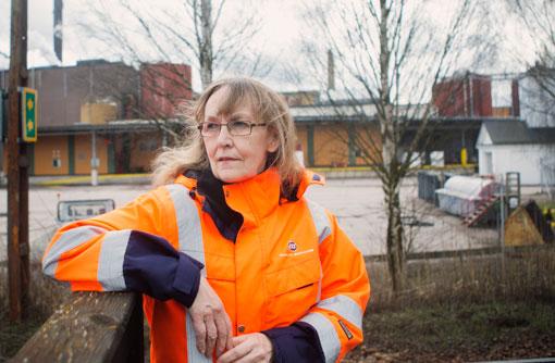 – Det är rigorös säkerhet här nu, säger Solveig Bengter. Hon är anställd av ISS och huvudskyddsombud på Stora Enso i Fors.