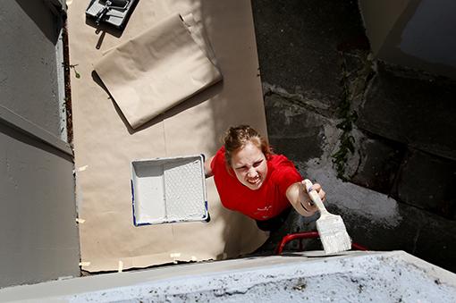 – Jag hade läxhjälp och det gick bra. Och då fick jag det här sommarjobbet. Jag är jätteglad, säger Ebba Sandahl.