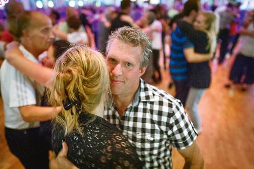 På kvällen är Per Gustavsson dansare.
