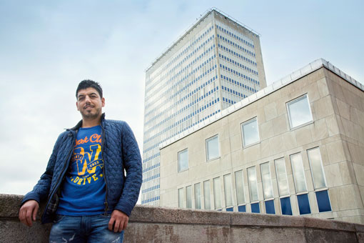 Mehmet Nezir Koc är en av alla städare som jobbar deltid och som har fått färre timmar.
