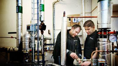 Drifttekniker Peter Lundgren har varit Rasull Shadmans handledare under praktiken.