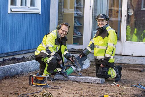 """""""Vi har inga problem att hitta praktikplatser."""", säger Lennart Robertsson, lärare på Taserudsgymnasiet, här med eleven Erik Andersson."""