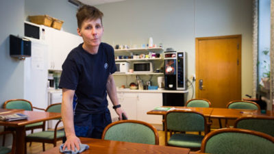 Anette Dahlberg sägs upp efter fyra år på ISS. Nu måste hon leta efter ett nytt jobb.