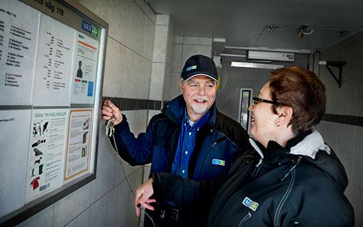 Fastighetsskötaren Ingvar Tynell har ännu inte bestämt sig, Husvärden Corina Mate vet att hon vill vara kvar på MKB. Foto: Emil Malmborg