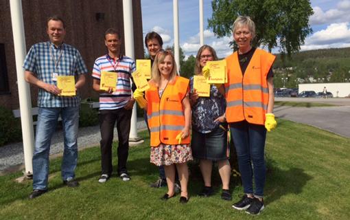 Olga Back och representanter från region Nord var ute på ett industriområde i Örnsköldsvik och uppmärksammade anställda om rättvisedagen.