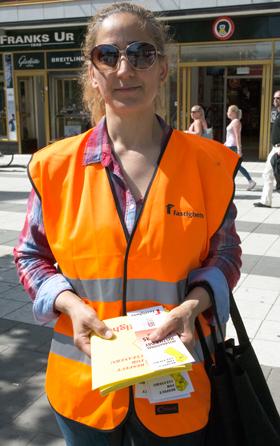 Nasa Nimat Kazkoz är klubbordförande på Allianceplus i Södertälje. Hon är med på rättvisedagen för första gången och vill prata med så många hon kan.