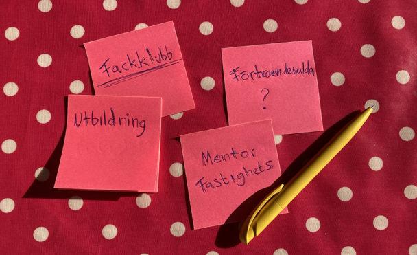 Planeringslappar för att starta fackklubb.