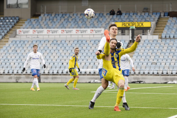 Fotbollsmatch på IFK Norrköpings arena Platinumcars Arena